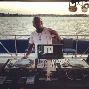 dj in istanbul yacht tour