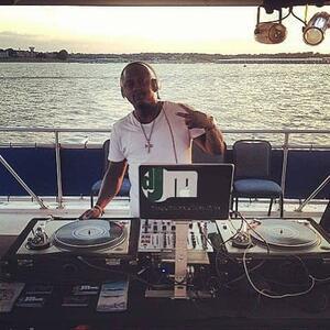 dj in istanbul yacht tour