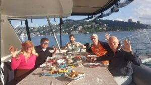 istanbul yacht tour guide