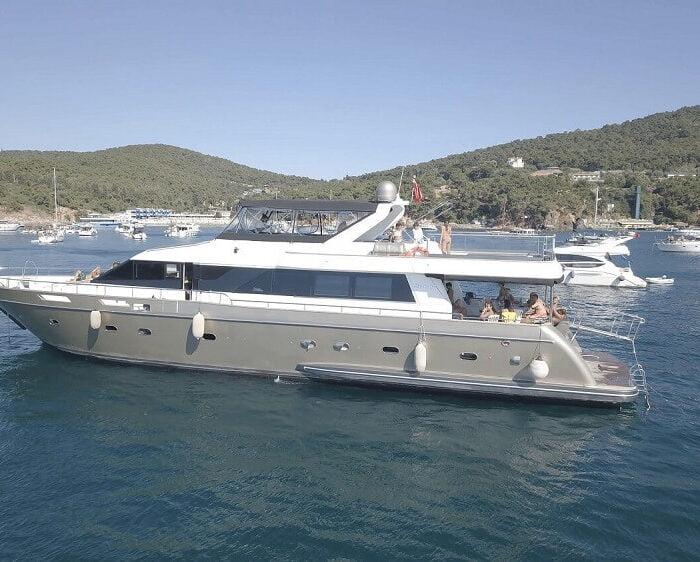 private-yacht-istanbunl