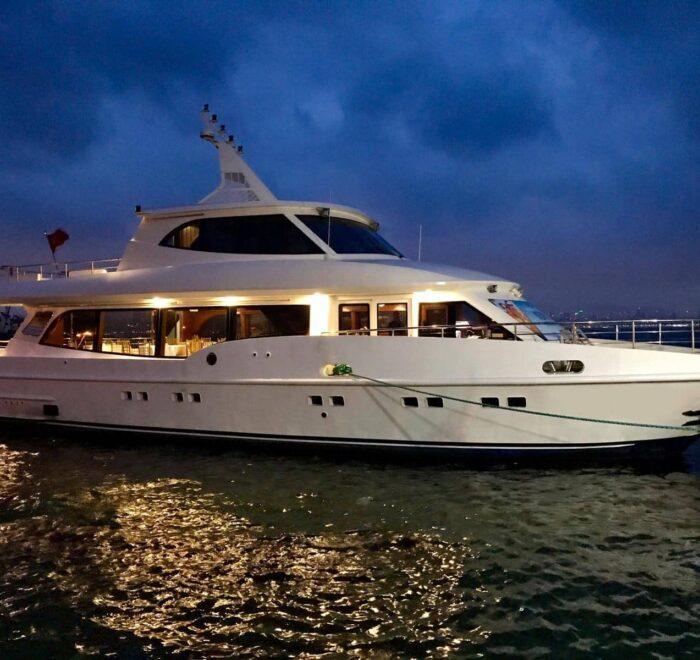 istanbul cruise boat